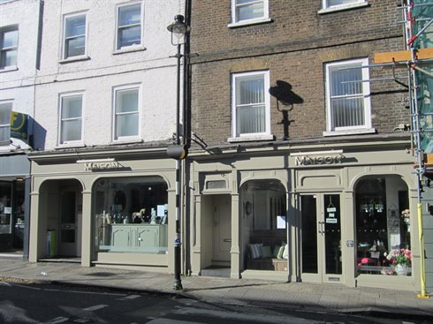 Double fronted retail unit let in the heart of Richmond