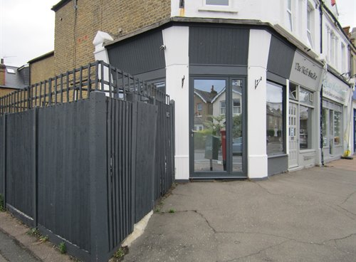 171b Kings Road, KT2 5JG