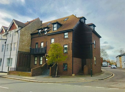 2 Heron Court, 3 High Street, TW12 2SQ